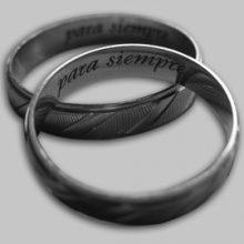 Лазерная гравировка на кольцах в виде надписи