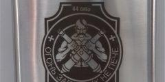 Подарок военному - фляга с лазерной гравировкой в виде эмблемы бригады