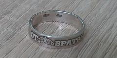 Подарок от друзей - серебряное кольцо с лазерной гравировкой