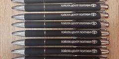 Лазерная гравировка на металлических ручках для автосалона